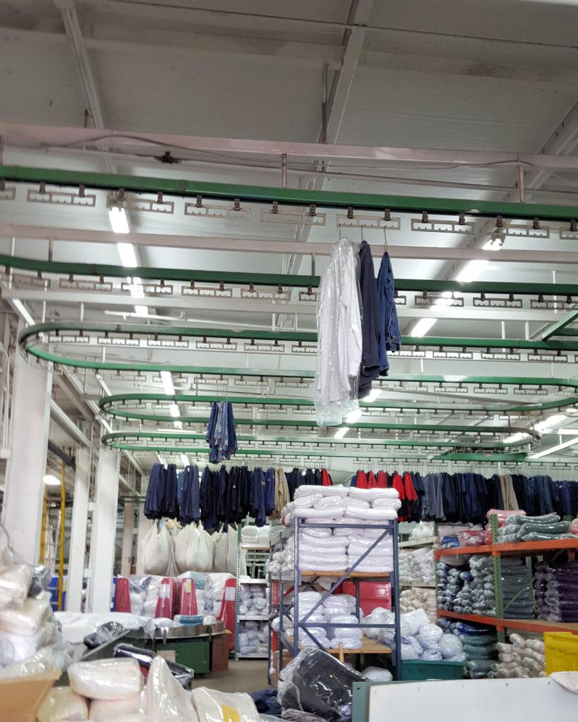 Enclosed overhead garment conveyor
